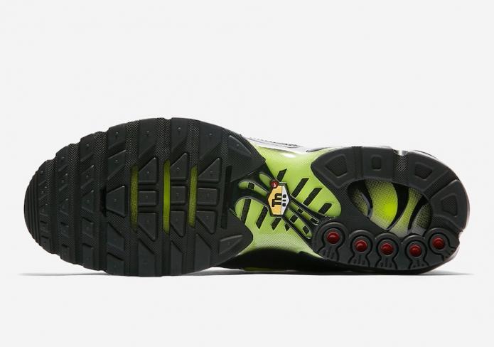 Nike Air Max Plus Volt Glow
